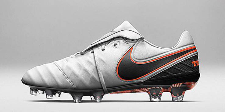 low priced c465d bb423 Francesco Totti's One-Of-A-Kind Nike Boots With Tongue-Strap ...