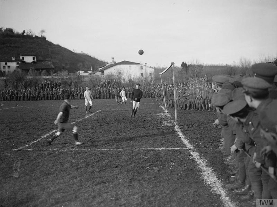 Incredible Photos Showing Soldiers Playing Football During World War 1   Balls.ie