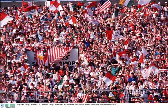 May 1989; Derry City Fans, FAI Cup Final. Derry City v Cork City. Dalymount Park. Soccer. Picture credit; Ray McManus/SPORTSFILE