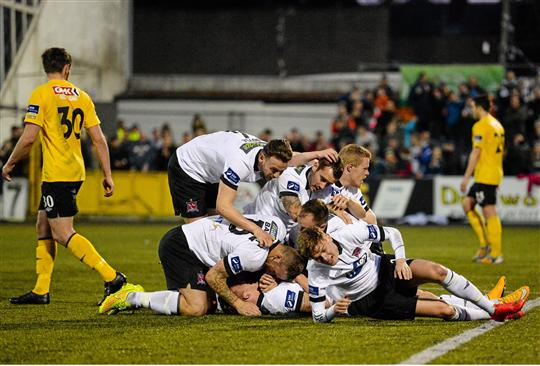 15 May 2015; John Mountney, Dundalk, is congratulated by team-mates after scoring his side's first goal. SSE Airtricity League, Premier Division, Dundalk v Derry City. Oriel Park, Dundalk, Co. Louth. Picture credit: Paul Mohan / SPORTSFILE