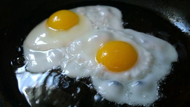 fried-eggs-749393_640