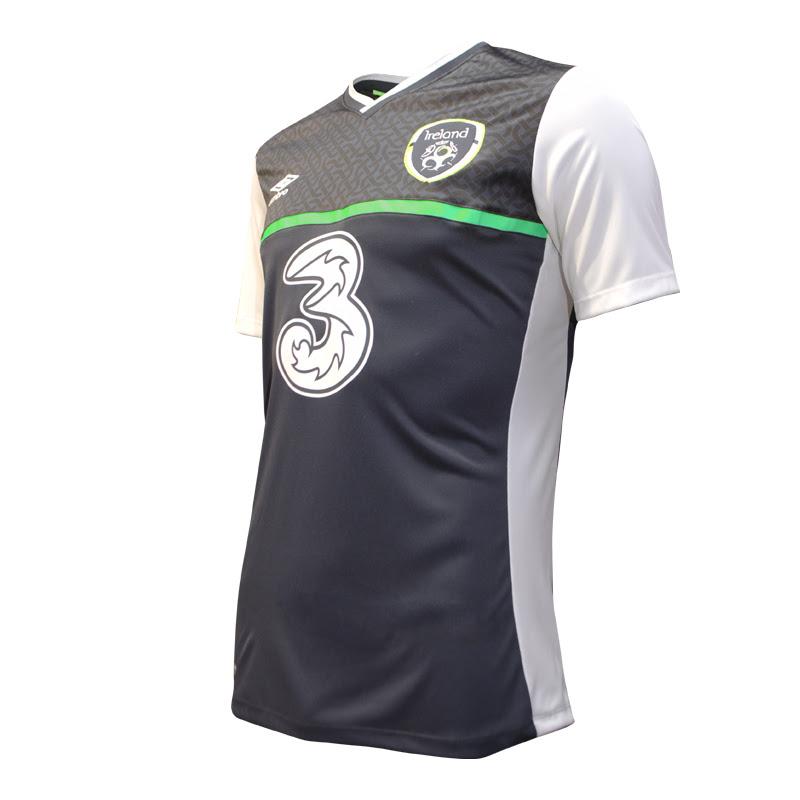 e82d58899d6 Umbro Reveal New Ireland Away Jersey And It's A Bit Luminous | Balls.ie