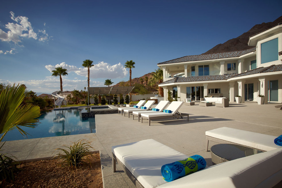 Vegas-Incredible-Luxury-Mansion-With-infinity-Pool-32