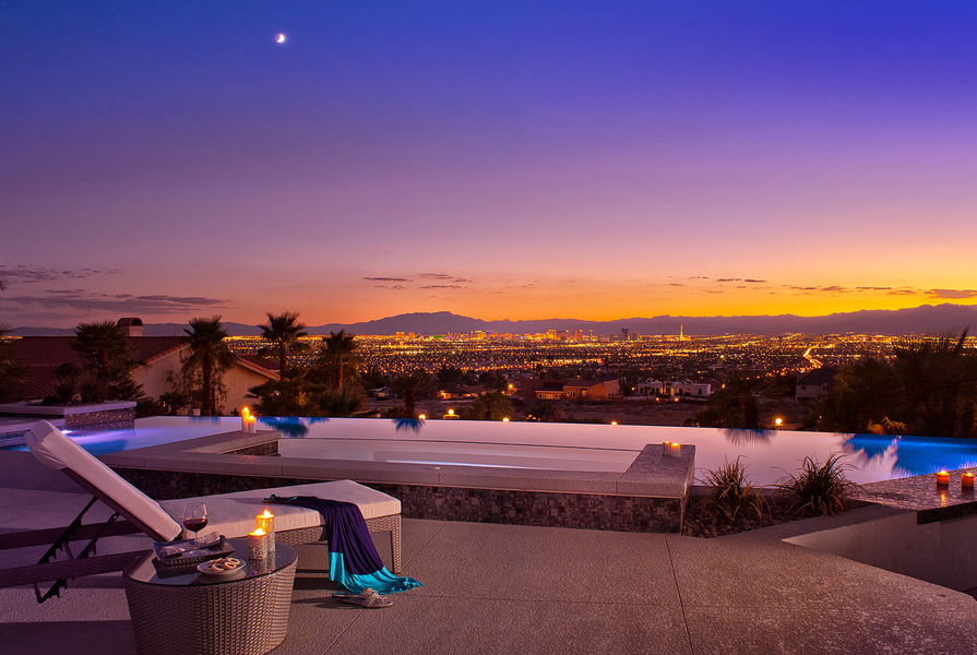 Vegas-Incredible-Luxury-Mansion-With-infinity-Pool-29