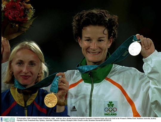 25 September 2000; Ireland's Sonia O'Sullivan, right, with her silver medal pictured alongside Romania's Gabriela Szabo who won Gold in the Women's 5000m Final. Stadium Australia, Sydney Olympic Park. Homebush Bay, Sydney, Australia. Athletics. Sydney Olympics 2000. Picture credit; Brendan Moran/SPORTSFILE